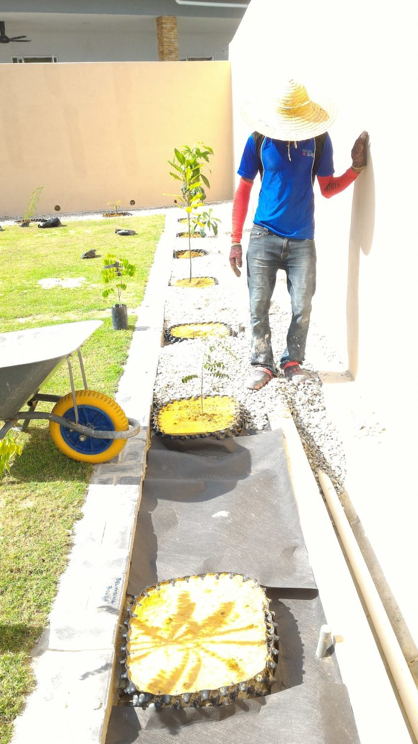 Pemasangan Stone Mulching