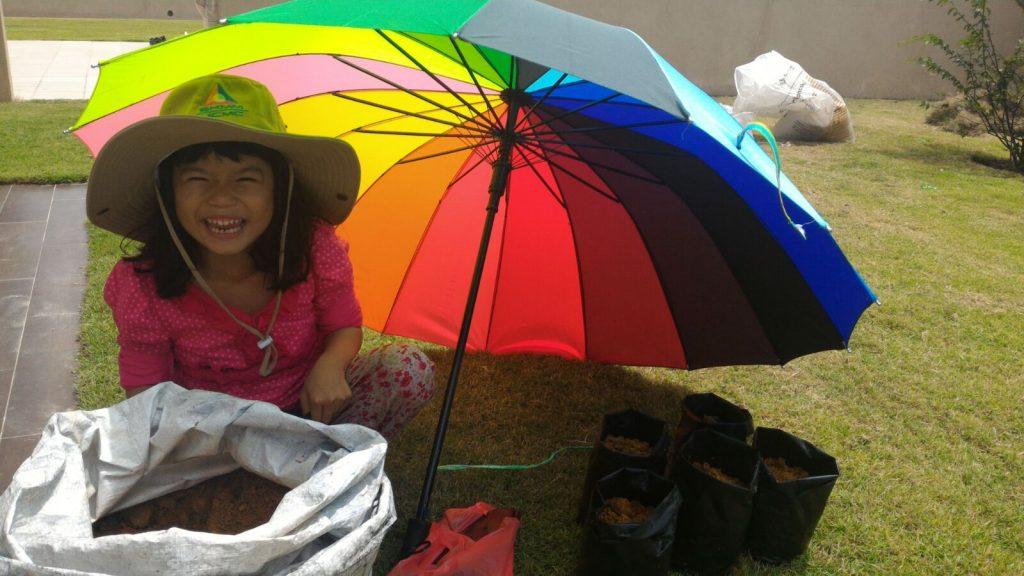 Kawalan Secara Budaya : Ajar anak2 bercucuk tanam dan menghargai tanaman