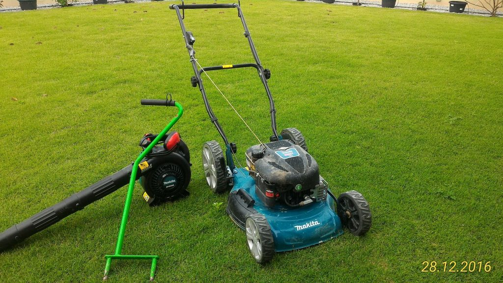 Peralatan Utama Menyelenggara Rumput. Mesin Rumput, Blower dan Aerator/Pengudaraaan